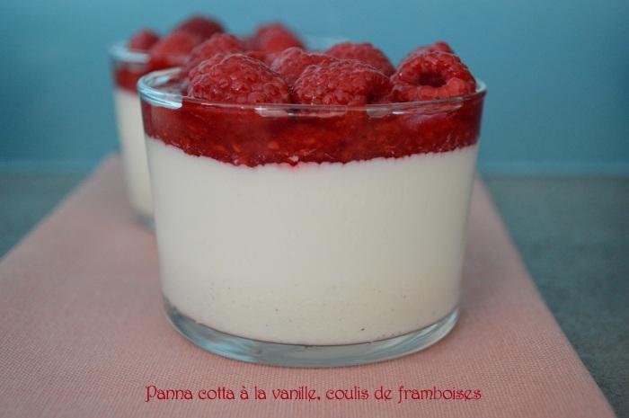 Panna cotta à la vanille, coulis de framboises
