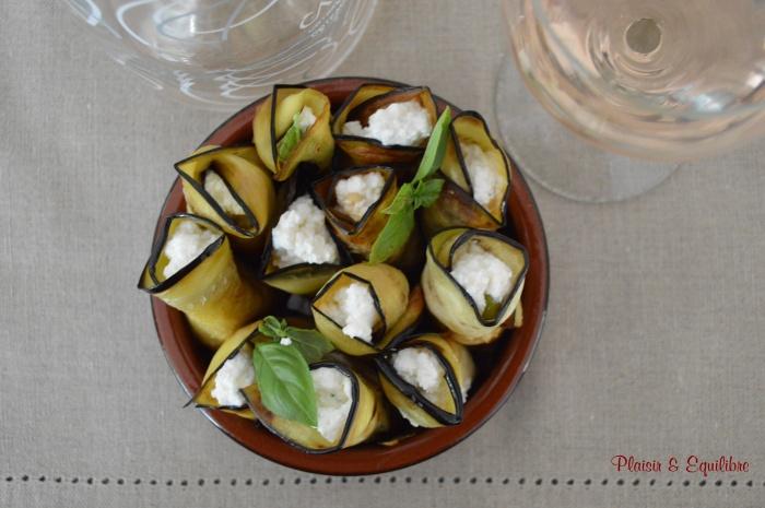 Rouleaux d'aubergine à la ricotta, basilic et pignons