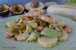 Salade de crevettes, avocat, fruits de la passion et banane