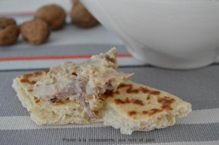 Poulet à la circassienne, aux noix et pain
