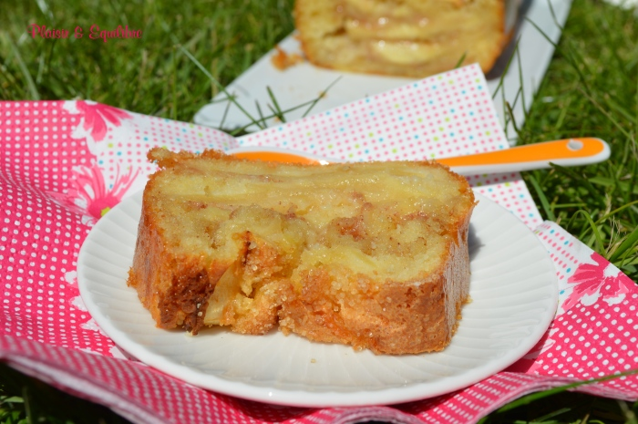 http://www.chocolatatouslesetages.fr/2014/11/cake-aux-pommes-presque-marbre.html