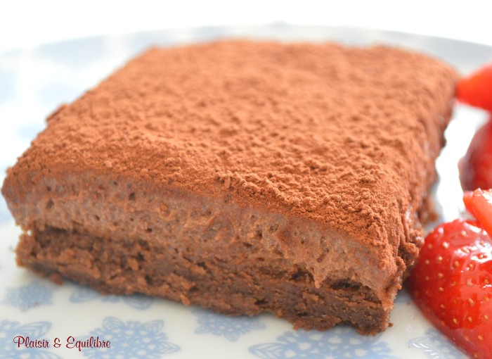 Gâteau mousse au chocolat crue et cuite