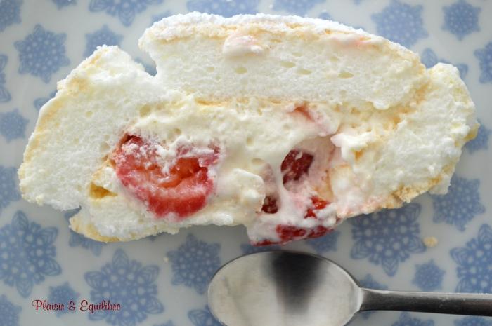 Pavlova roll aux fraises