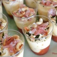 Verrines de tiramisu tomates, parmesan et jambon fumé